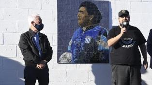 Racing inauguró un mural de Diego Maradona en el Cilindro