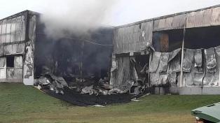 Un incendio destruyó una planta de chacinados de la empresa Cagnoli en Tandil