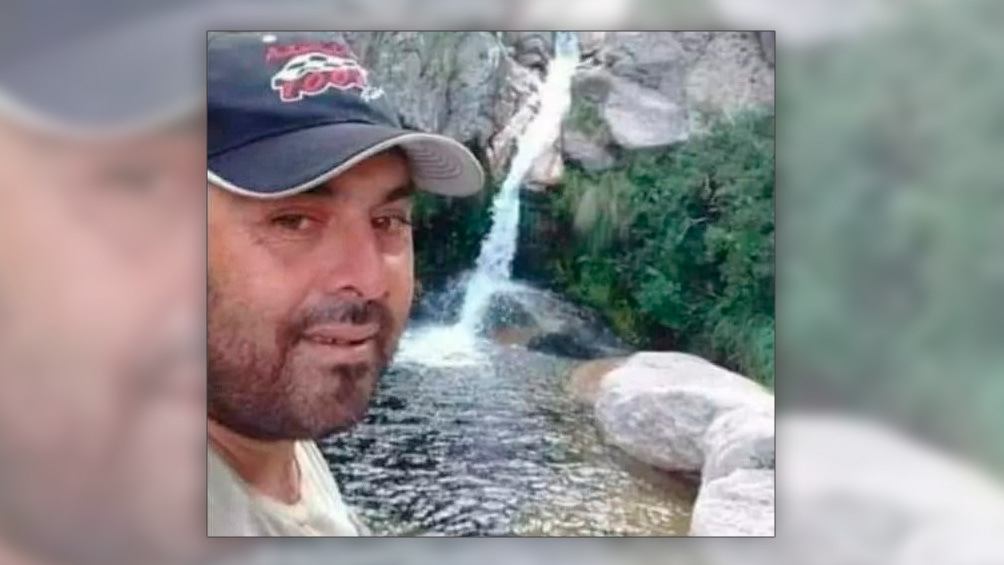 Alejandro Ochoa, conocido como Bebo, vive en la zona rural de Cortaderas en una precaria vivienda y se dedica a la crianza de animales y a la venta de arrope.