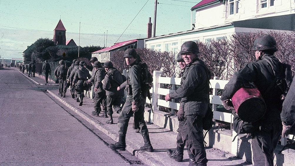 Indagan a seis exmilitares por torturas a soldados en Malvinas
