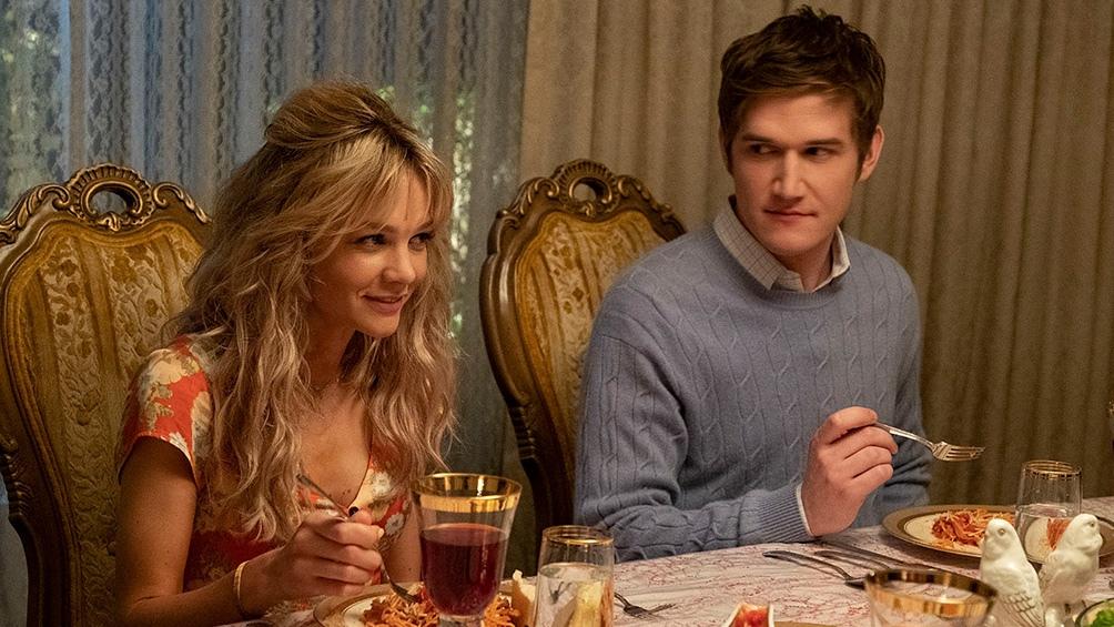 Bo Burnham interpreta a Ryan Cooper, un excompañero de la universidad con el que Cassie comienza un romance.