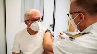 El presidente alemán recibió la vacuna de AstaZeneca contra el coronavirus
