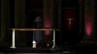 El Papa presidió en la Plaza San Pedro un Vía Crucis escrito por niños y jóvenes