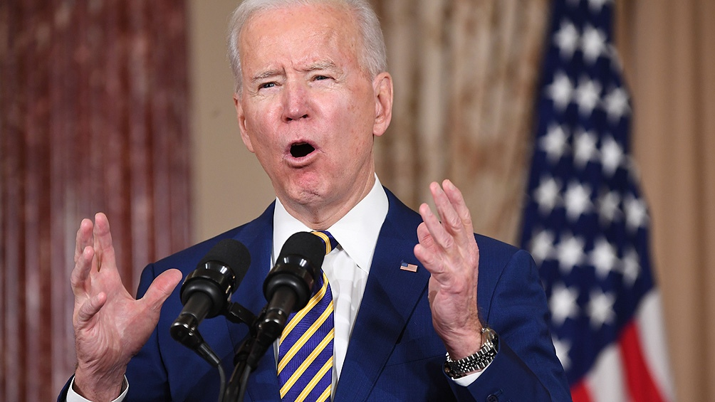 El presidente Biden superó su promesa de campaña de administrar  100 millones de dosis de vacunas contra el coronavirus en los primeros 100 días de gobierno