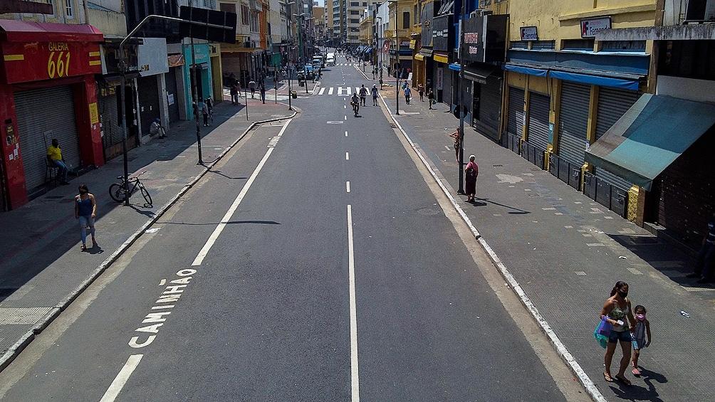 El gobierno de Rio dispuso el cierre durante una semana del comercio no esencial, bares, restaurantes, cines, museos y teatros. (Foto AFP)