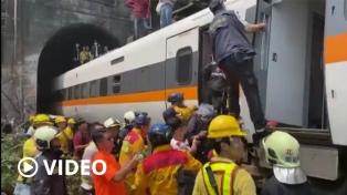 Retiran los vagones de tren siniestrado, tras el peor accidente ferroviario en décadas