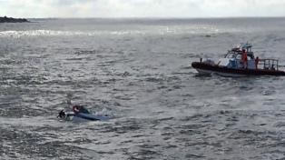 Rescataron a un navegante tras el hundimiento de un velero