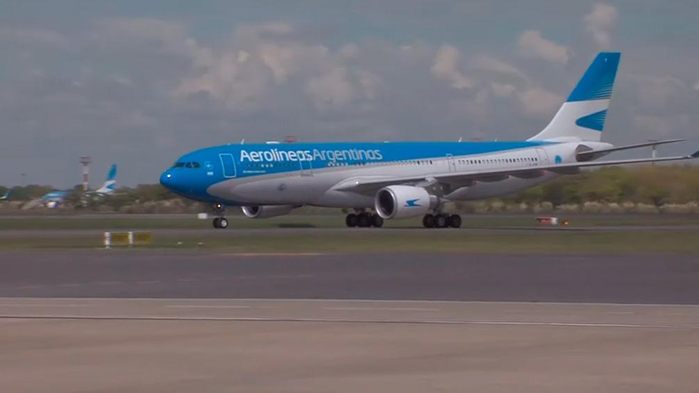 El vuelo AR1069 de Aerolíneas transportó 497.745 dosis del componente 1.