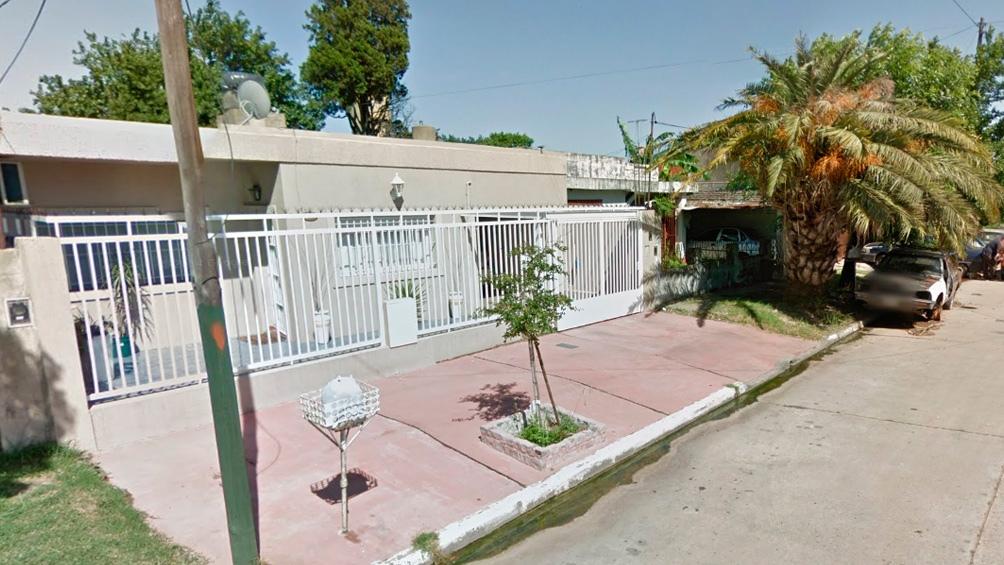 El frente de la casa donde estaba estacionado el auto en el que Viviana Giménez fue asesinada.
