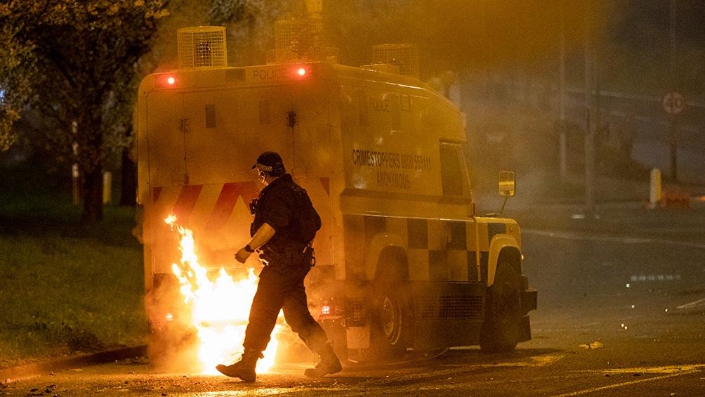 Toda la semana hubo disturbios, con el lanzamiento de proyectiles y el incendio de vehículos