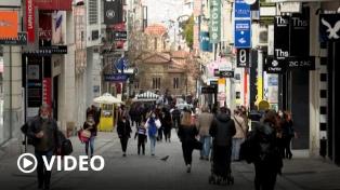 Grecia: abren comercios para rescatar la economía, pese a que el coronavirus no cede