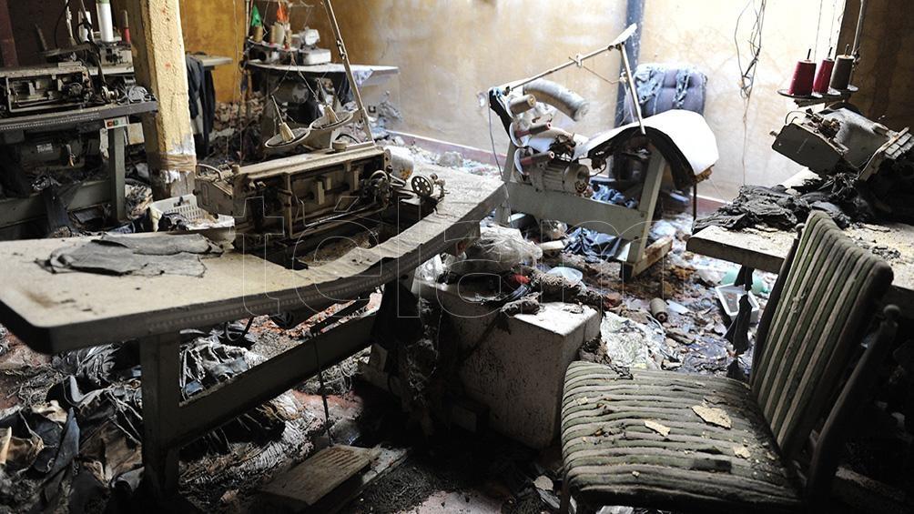 En el incendio en el taller de Luis Viale al 1200 fallecieron cinco menores y una mujer embarazada, todos de nacionalidad boliviana. (Foto: Télam)