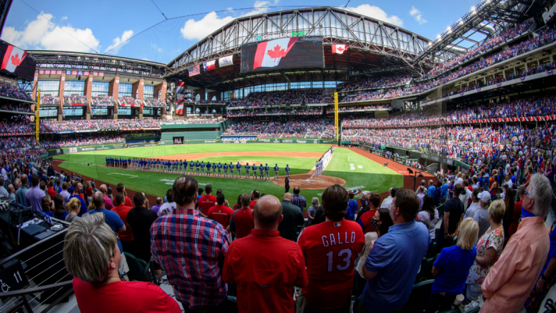 Se jugó el primer partido de béisbol a estadio repleto desde el inicio de la pandemia