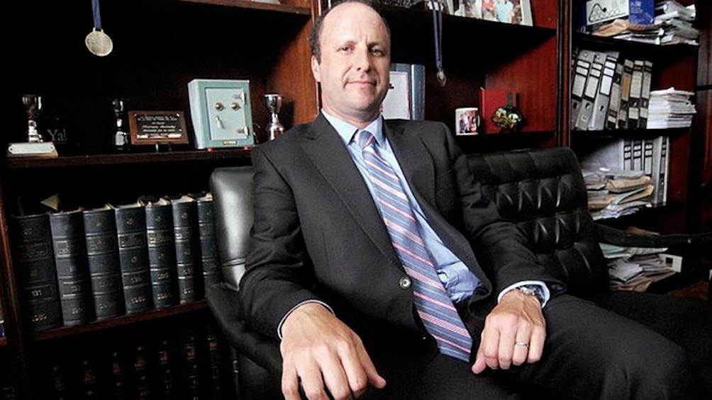 Reclaman el apartamiento del juez Borinsky tras descubrirse que visitó reiteradas veces al expresidente Macri en Olivos.