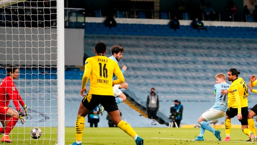 El gol del City ante el Dortmund, en los pies de Kevin De Bruyne (foto @ManCityEs)