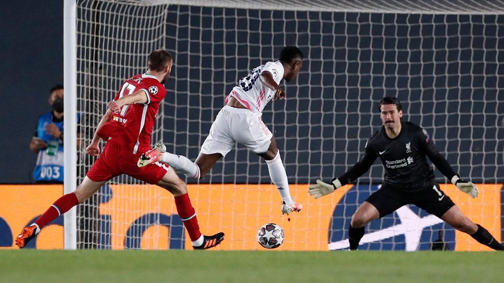 El gol de Vinicius para el Real Madrid en el 2 a 0 frente al Liverpool (foto: @realmadrid)