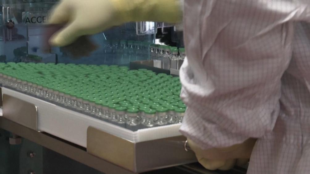 Varios países decidieron suspender el uso de AstraZeneca para poblaciones más jóvenes debido a efectos secundarios.
