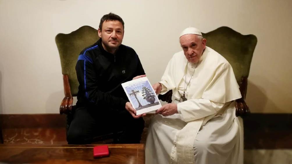 Una de sus tantas visitas al papa Francisco para contarle sus proyectos.