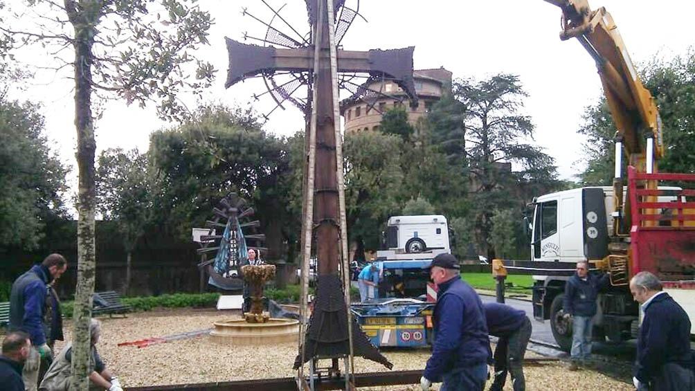 Su Cristo Obrero llegó a los jardines de los Museos Vaticanos.