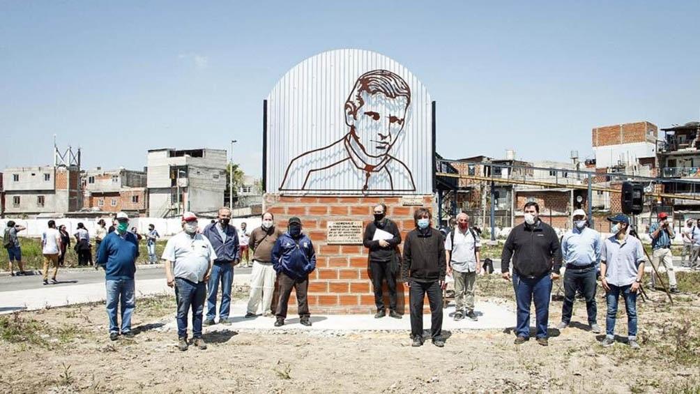 Una imagen de Carlos Mujica instalada en el Barrio 31 de Retiro.