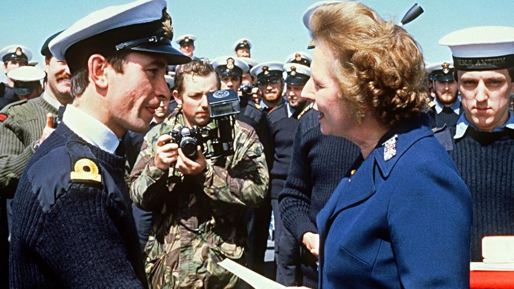 """La Guerra de Malvinas le devolvió la popularidad a la """"Dama de Hierro"""", quien comenzó 1982 asediada por protestas sociales."""