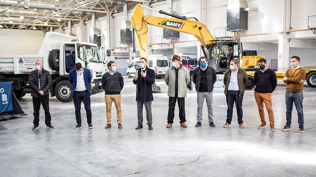 La visita incluyó una recorrida por la Planta de Hidrógeno de la petrolera Capsa, en el barrio Diadema Argentina.