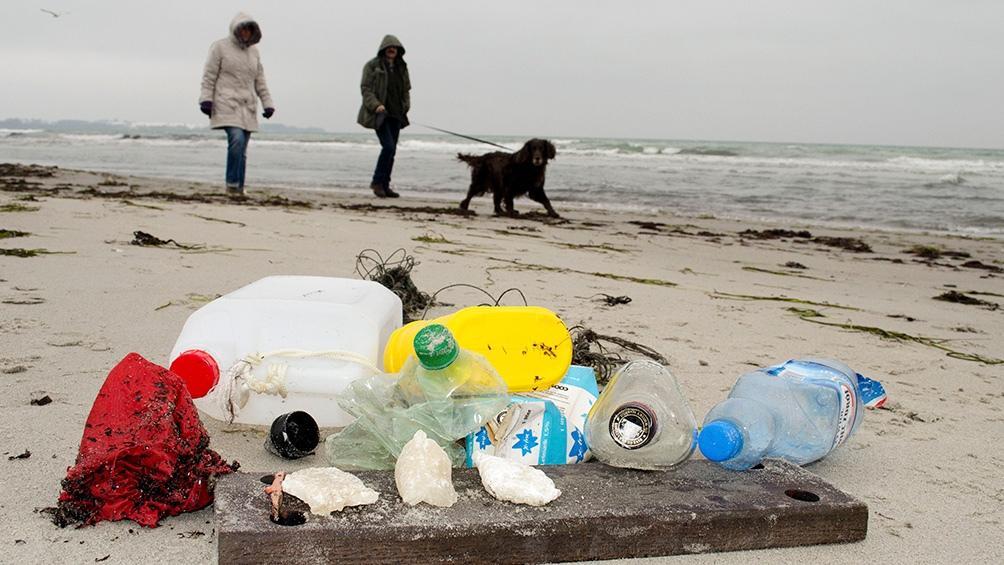 La basura plástica tiene un impacto devastador en la vida marina y la salud humana.