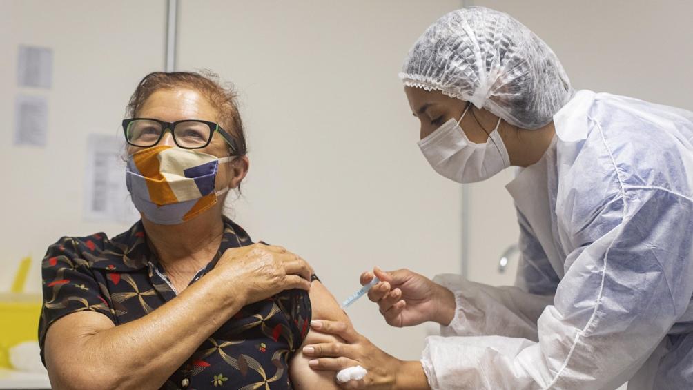 Para Opinaia, los encuestados respondieron en un 62% a favor de recibir la vacuna