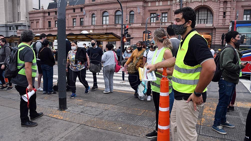 El transporte público de pasajeros puede ser utilizado solo por los trabajadores considerados esenciales.