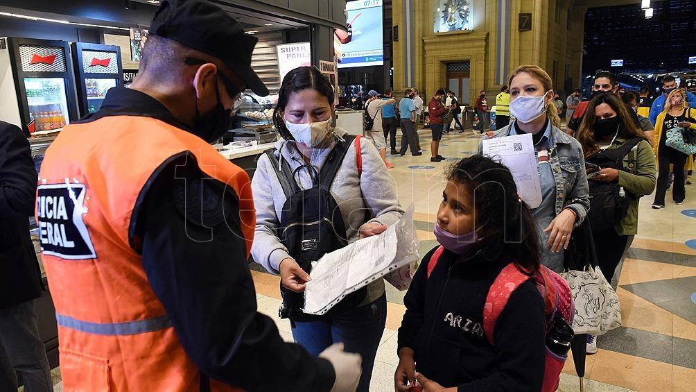 La Policía Federal, la Gendarmería, Prefectura y la Policía de Seguridad Aeroportuaria controlarán de las medidas sanitarias.
