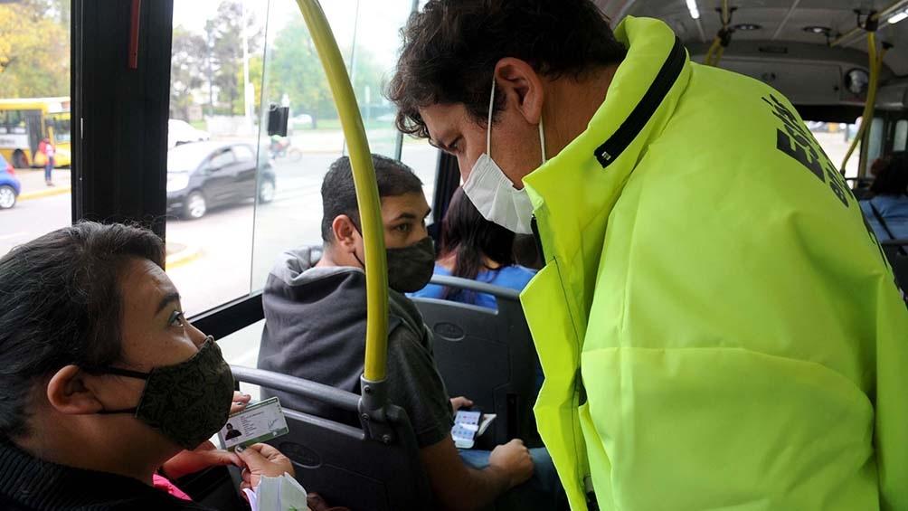 Controles en los colectivos en provincia de Buenos Aires.