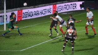 San Lorenzo goleó a Platense y quedó como único escolta de Colón