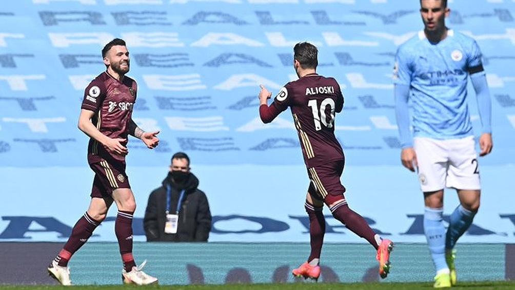 """Dallas, el gran goleador en la resonante victoria del Leeds, con un jugador menos, frente al """"City"""" (Foto: premierleague)"""