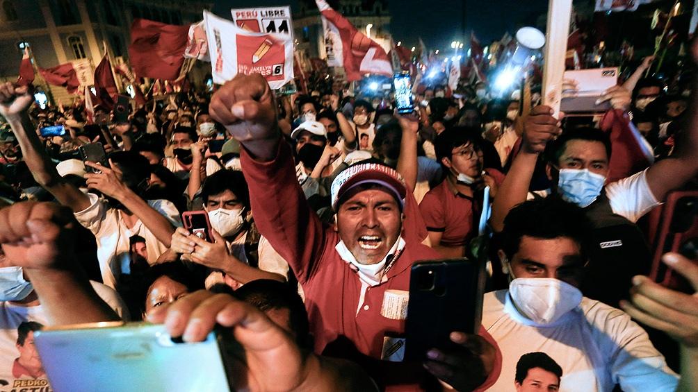 Perú llega a estos comicios en medio de una crisis política