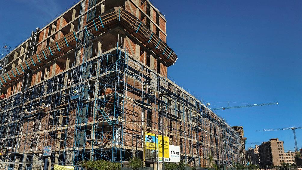 La construcción es generadora de empleo directo e indirecto.