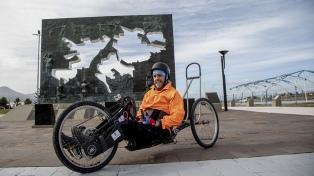 """Logró cruzar Los Andes con una bicicleta adaptada: """"Hay que derribar muros mentales"""""""