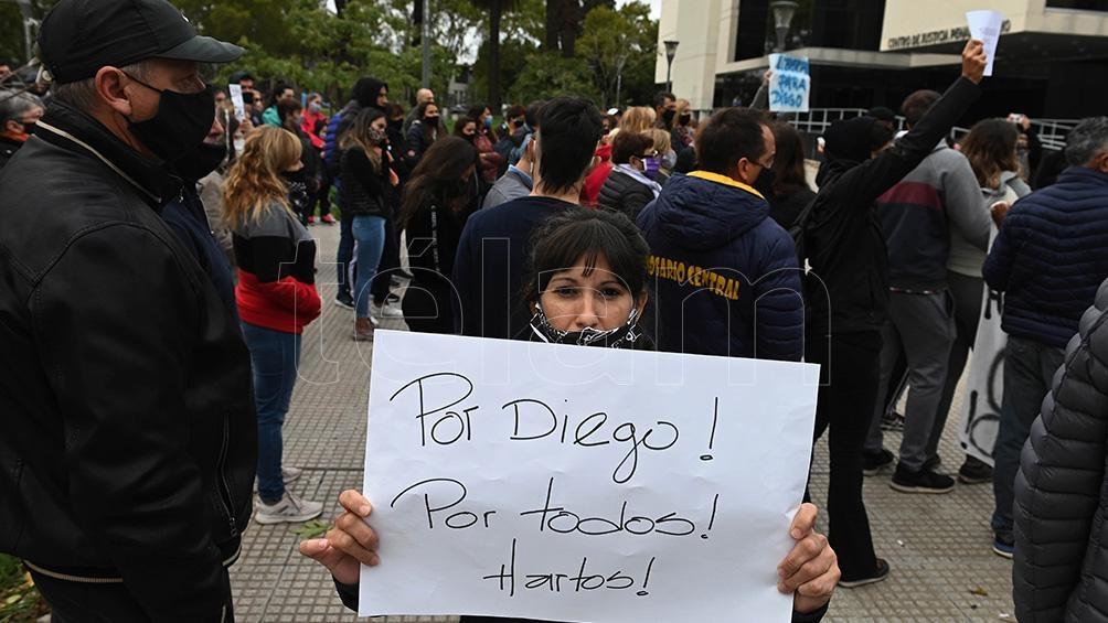 Cientos de personas marcharon por el barrio Fisherton de Rosario en reclamo de la liberación del joven.