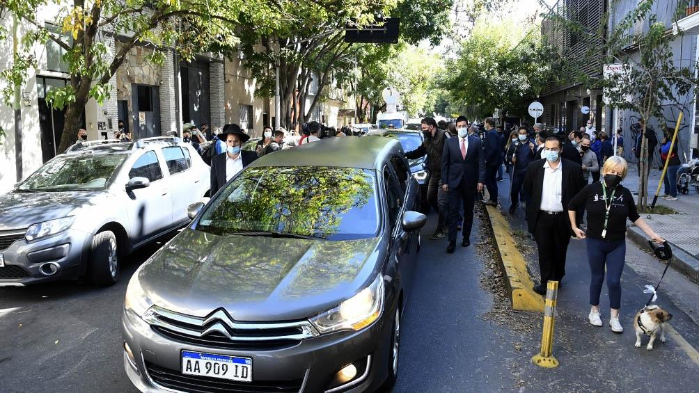 Tras el velatorio en el barrio de Chacarita, los restos de Mauro Viale fueron llevado al cementerio de La Tablada