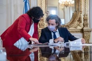 Santiago Cafiero encabeza en la Casa Rosada una reunión con funcionarios y científicos