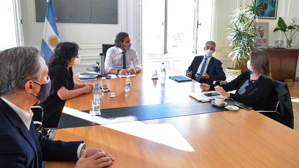 El jefe de Gabinete, Santiago Cafiero, se reunió con los ministros de Salud, Carla Vizzotti, y de Transporte, Mario Meoni.