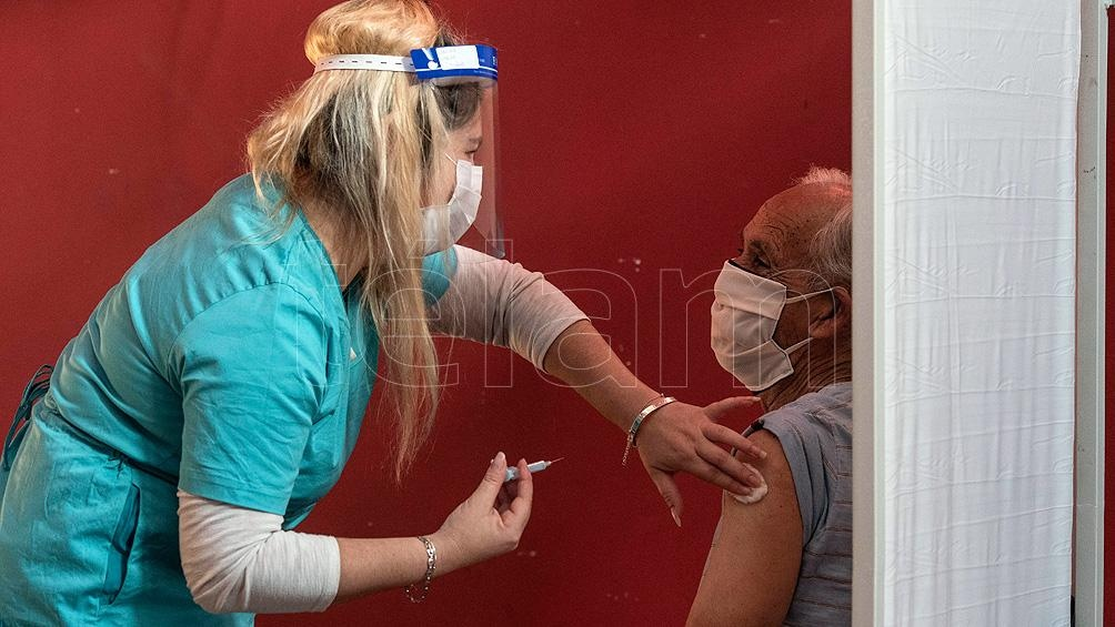 El 99 por ciento de los eventos adversos de las vacunas contra el coronavirus son leves y esperados.