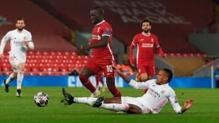 Real Madrid mantuvo su ventaja ante Liverpool y avanzó de fase