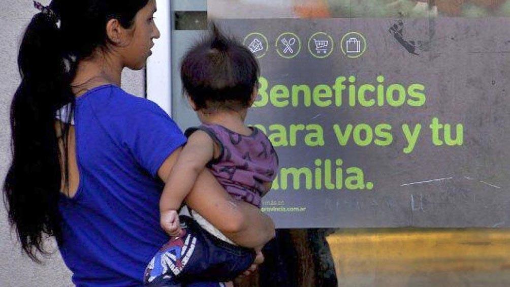 """""""Las restricciones para los próximos 15 días van por el camino de cuidar la salud de los argentinos y el sistema sanitario"""", señaló Menéndez."""