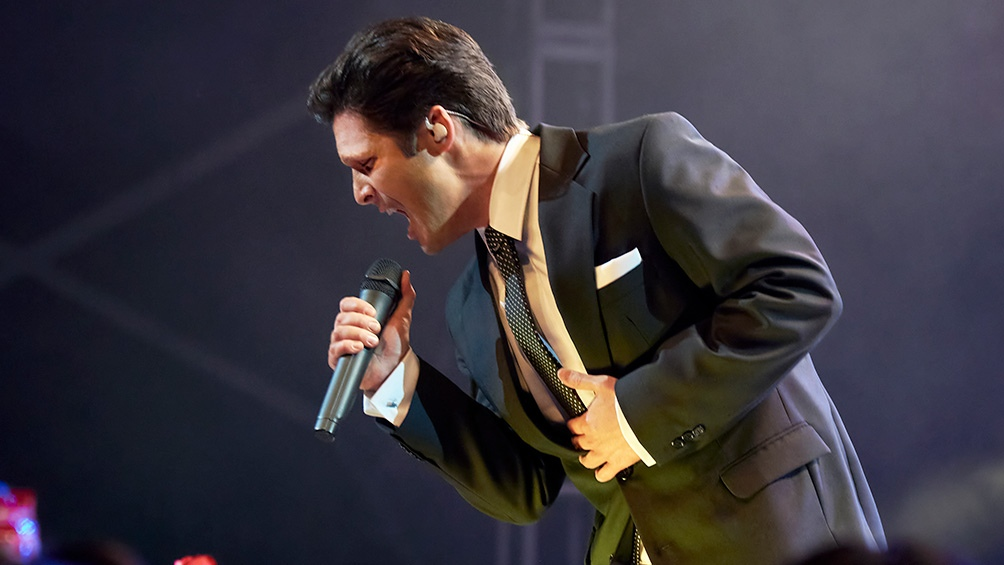 Diego Boneta es el protagonista de la serie que recorre la vida del cantante.