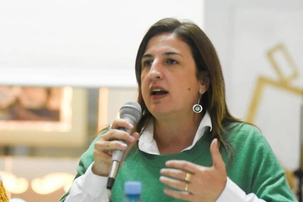 La legisladora señala que las tierras de Costa Salguero no son de dominio privado sino de dominio público.