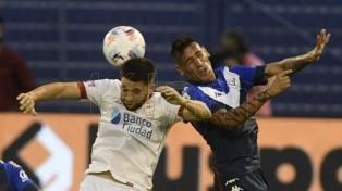 Vélez le ganó a Huracán y quedó a un paso de la fase final