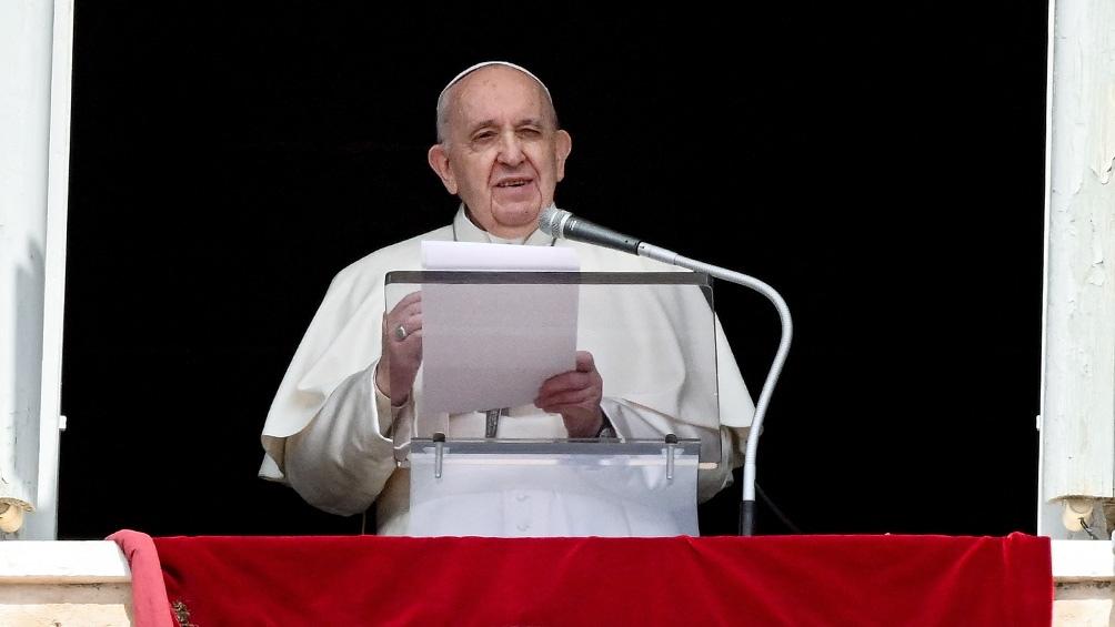 """""""Recemos por quienes siguen muriendo y por quienes no ayudan"""", pidió el Papa."""