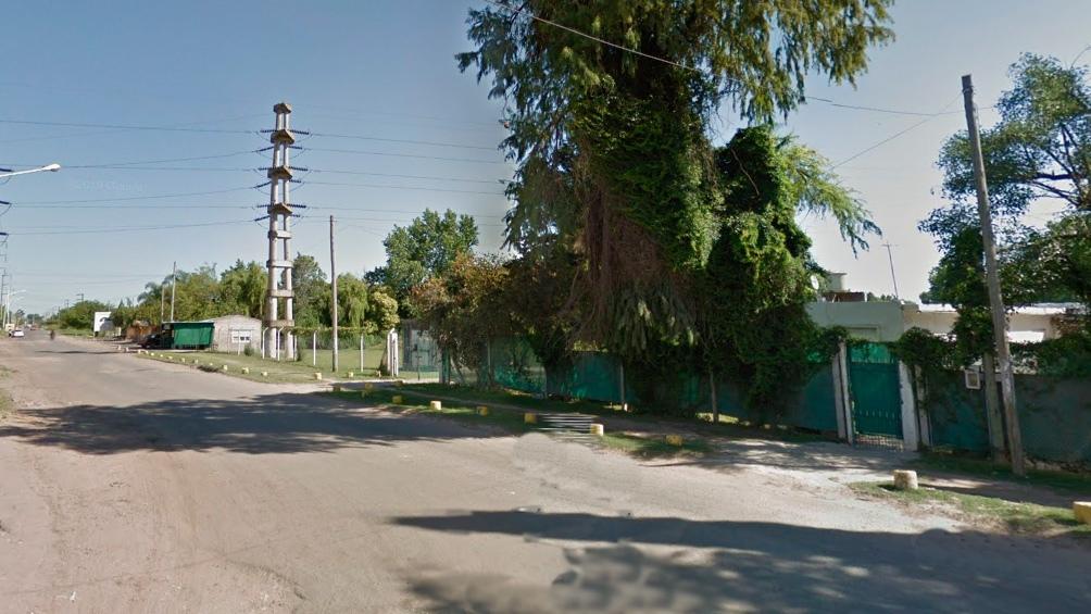 La persecución terminó en la esquina de Escarlati y Torrent de la localidad de González Catán, donde los delincuentes chocaron contra una palmera.