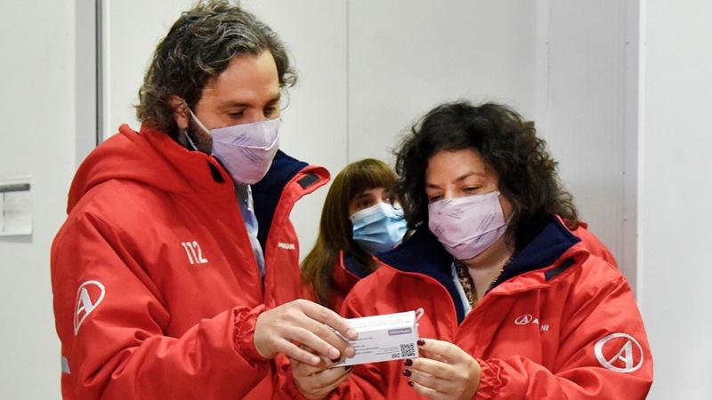 """Para el Gobierno, la llegada de vacunas de Astrazeneca es una """"bocanada de  esperanza"""" - Télam - Agencia Nacional de Noticias"""