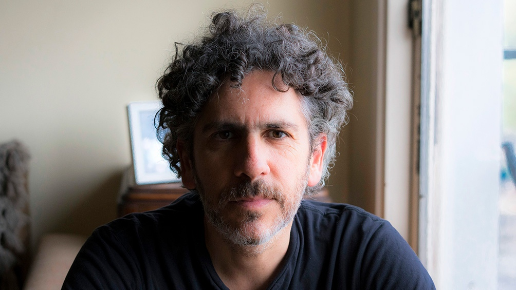 Iair Kon es documentalista, periodista, docente y publicó dos novelas.